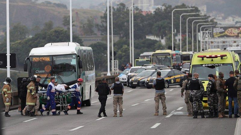Six passagers avaient été relâchés, pour être recueillis par des ambulances dépêchées sur place.