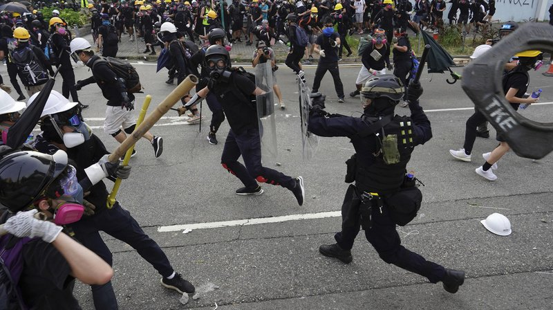 Hong Kong: nouveaux affrontements entre manifestants radicaux et policiers