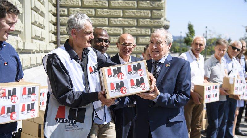 L'initiative sur la justice a été déposée lundi à Berne, munie de 128'000 signatures.