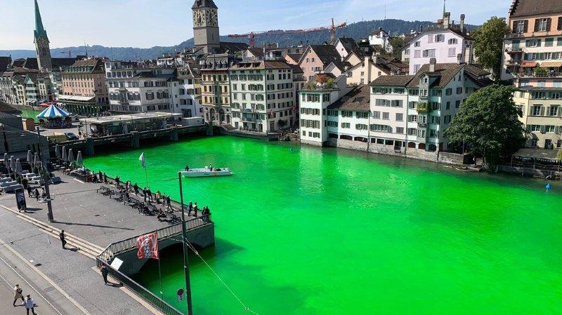 Zurich: l'eau de la Limmat a soudainement viré au vert fluo