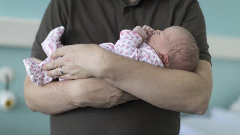 Famille: après les Etats, le National dit aussi oui à un congé paternité de deux semaines