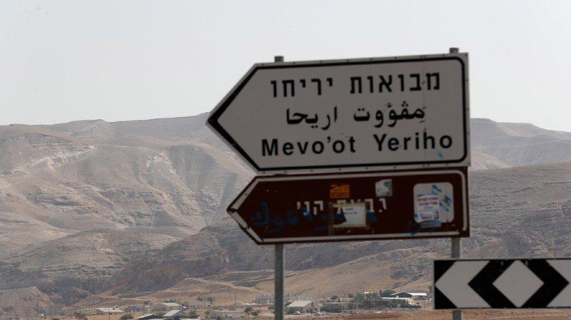 Légalisée par le droit israélien, la petite colonie fondée il y a 20 ans et où vit aujourd'hui une trentaine de familles, restera illégale aux yeux de la communauté internationale comme le sont toutes les colonies dans les Territoires palestiniens occupés.