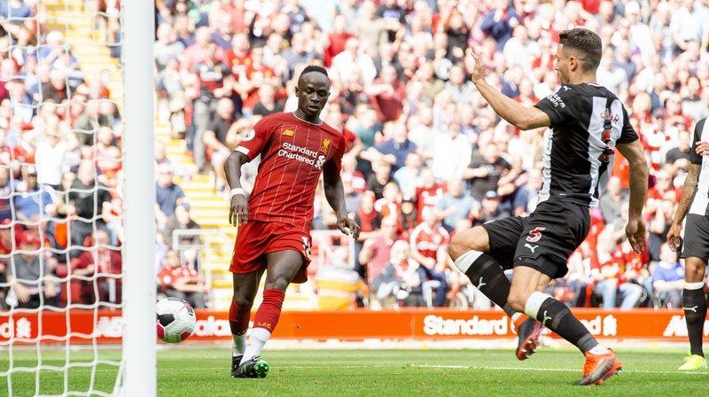 Fabian Schär n'a rien pu faire contre Sadio Mané, auteur d'un doublé contre Newcastle.