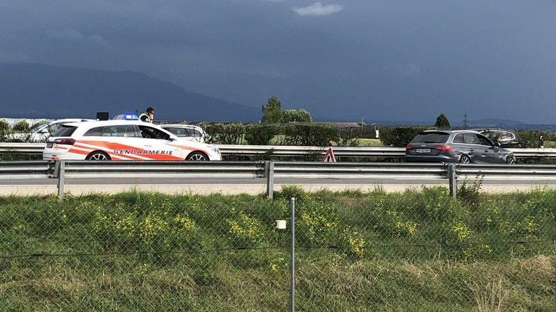 L'Audi poursuivie a franchi une herse avant de devenir incontrôlable, à la hauteur du centre commercial de Chavannes-de-Bogis, sur l'autoroute A1.