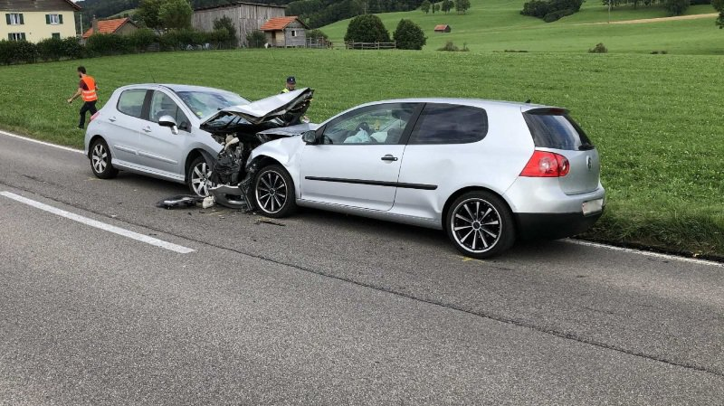 Fribourg: quatre blessés dans une collision frontale à Semsales
