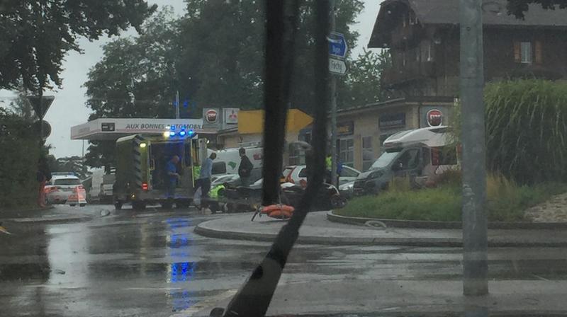 L'accident a eu lieu au giratoire d'Aubonne, proche du garages Aux Bonnes Automobiles.