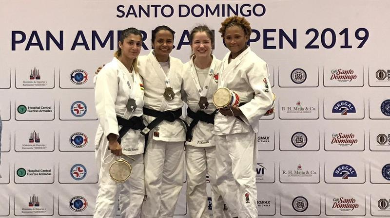 Une deuxième place sur le podium et un pas de plus vers Tokyo 2020 pour Priscilla Morand (à g.).