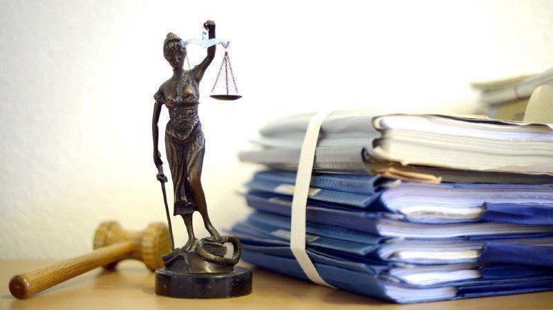 Le Tribunal cantonal a rejeté les thèses défendues que la victime aurait en fait voulu se suicider et qu'elle aurait pu repousser ses agresseurs. (illustration)