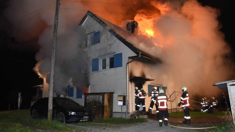 Le feu s'est rapidement propagé à toute la maison.