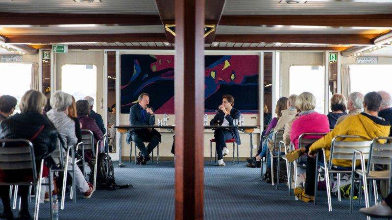 Le livre sur les quais: auteurs et lecteurs dans le même bateau