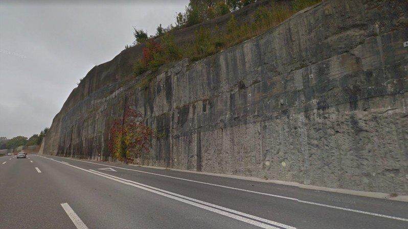 La paroi rocheuse longeant l'entrée d'autoroute doit être sécurisée.