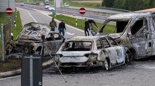 Vaud: deux fourgons attaqués à la kalachnikov, le canton saisira le Conseil fédéral
