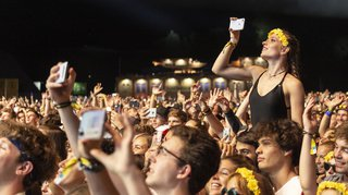 Italie: une salle de concerts de Turin interdit les téléphones portables