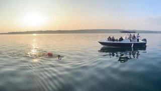Après 24 heures de nage, Flavie Capozzi est dans le Petit Lac