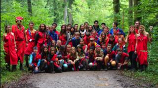 Scouts en quête d'un trésor pirate caché dans une forêt morgienne