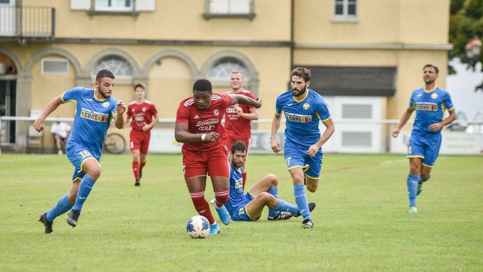 Nick Amougou (en rouge) et Aubonne foncent vers les finales.