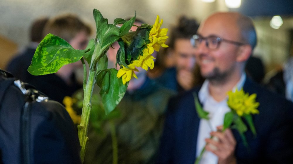 Les tournesols sont le symbole des Verts, ici le président de la section vaudoise Alberto Mocchi.