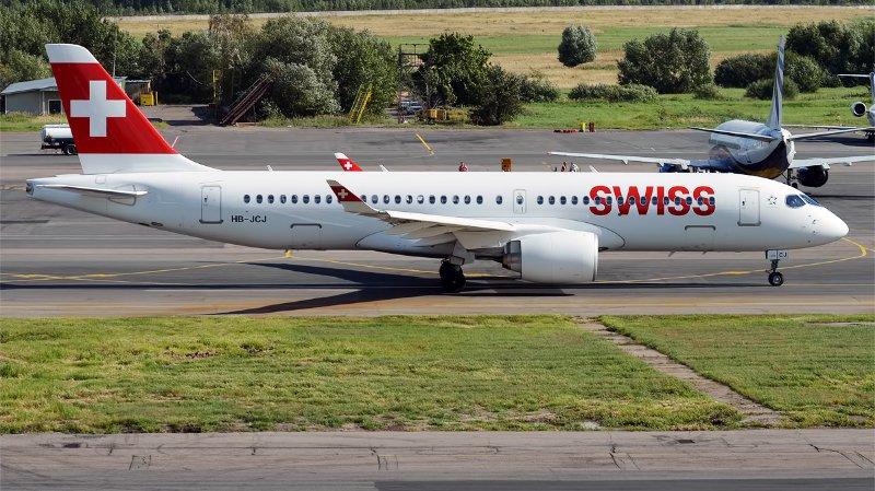 Un Airbus A220 de Swiss atterrit d'urgence à Paris, tous les appareils du même type cloués au sol