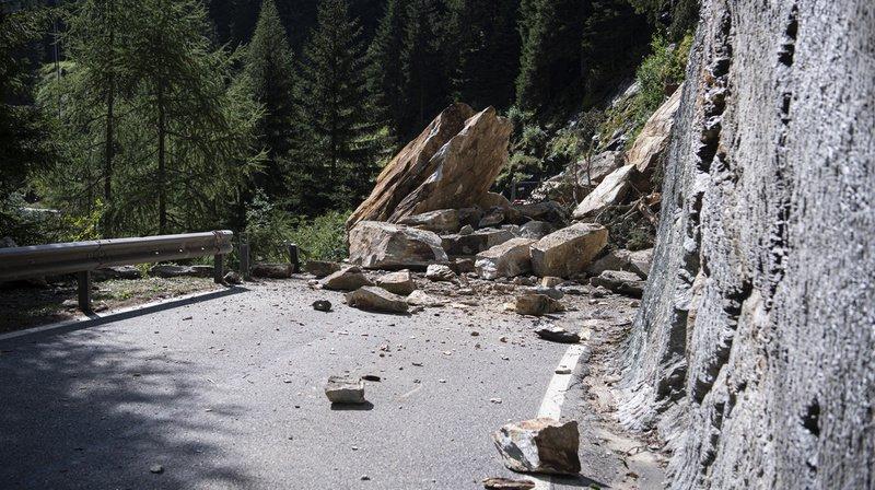 Avec le changement climatique, les périodes de canicule, les chutes de pierres et les éboulements se multiplient, avec pour corollaire des dégâts aux rails et aux routes.