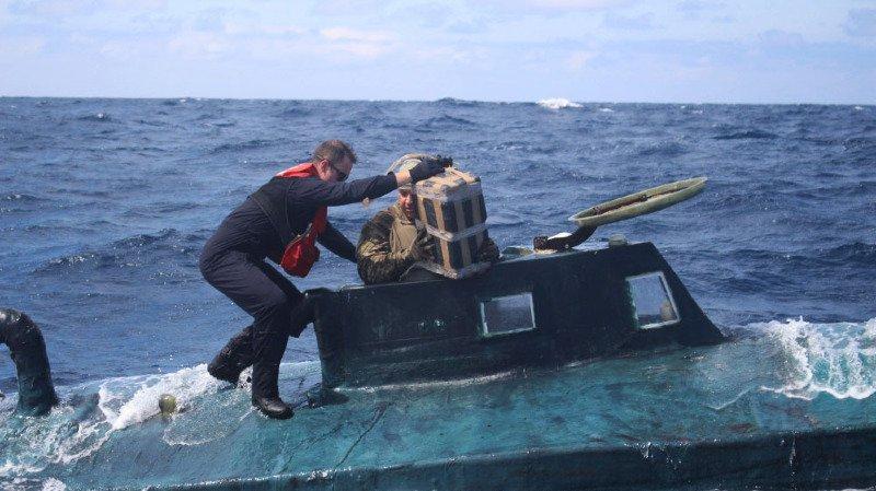 L'appareil, un semi-submersible autopropulsé (SPS) de 12 mètres de long qui avait été détecté par un avion de surveillance maritime.