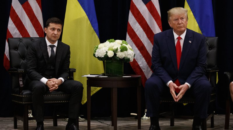 """Mercredi, Donald Trump a assuré que cet échange était parfaitement """"anodin"""" et qu'il n'avait exercé """"aucune pression"""" sur M. Zelensky."""