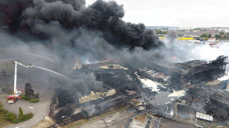 France – Incendie de Rouen: interdits de produire du lait, 453 agriculteurs vont être indemnisés