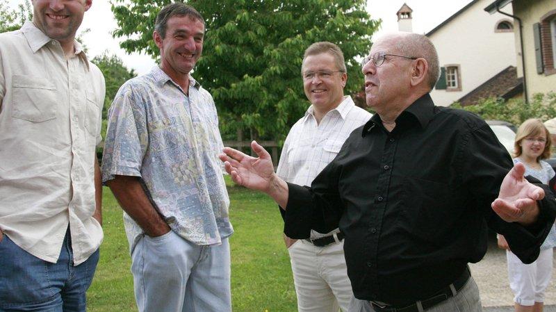 Charles-Antoine Valsesia (ici en noir lors de son élection en 2010) sera remplacé par l'entrepreneur David Spycher, élu au premier tour dimanche.
