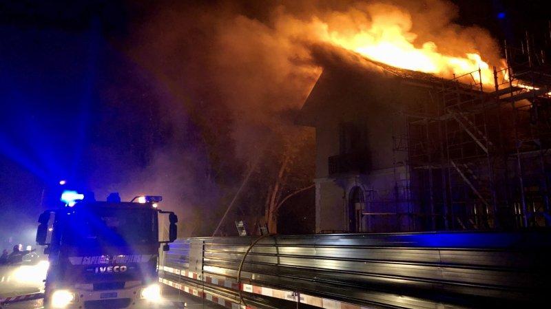 Genève: mairie de Satigny ravagée par les flammes, trois pompiers blessés
