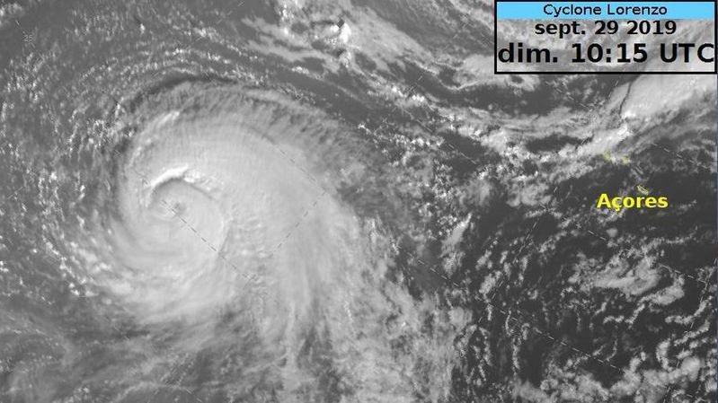 Lorenzo devrait frôler le nord des Açores mercredi avant de poursuivre vers les îles britanniques.