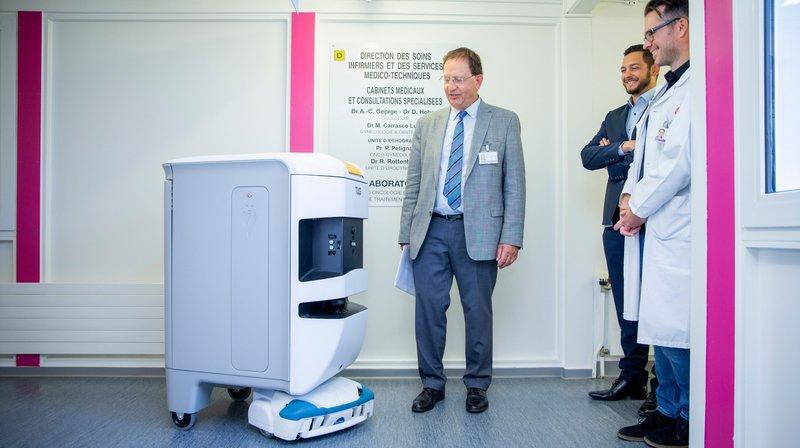 En première, un robot se balade seul dans les couloirs de l'hôpital de Nyon