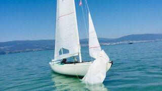 Fribourg: un voilier retrouvé sans son navigateur à bord au large d'Estavayer-le-Lac
