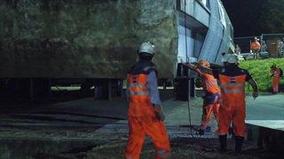 Opération spectaculaire de déconstruction d'un pont sur l'A1