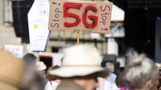 Berne: des milliers de personnes manifestent contre la 5G