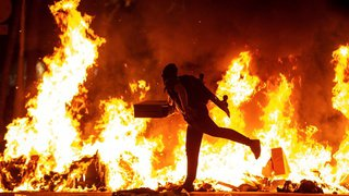 Espagne: la manifestation des indépendantistes catalans dégénère, 72 policiers blessés, 51 arrestations