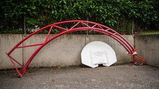 Un panier de basket divise Saubraz depuis près de 20 ans