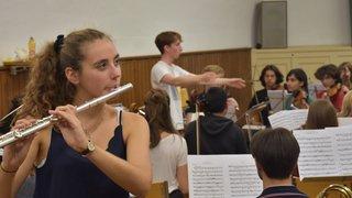 Elle monte un orchestre symphonique à elle seule
