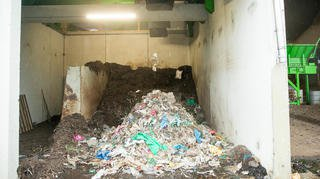 Lavigny: une nouvelle machine pour nettoyer le compost