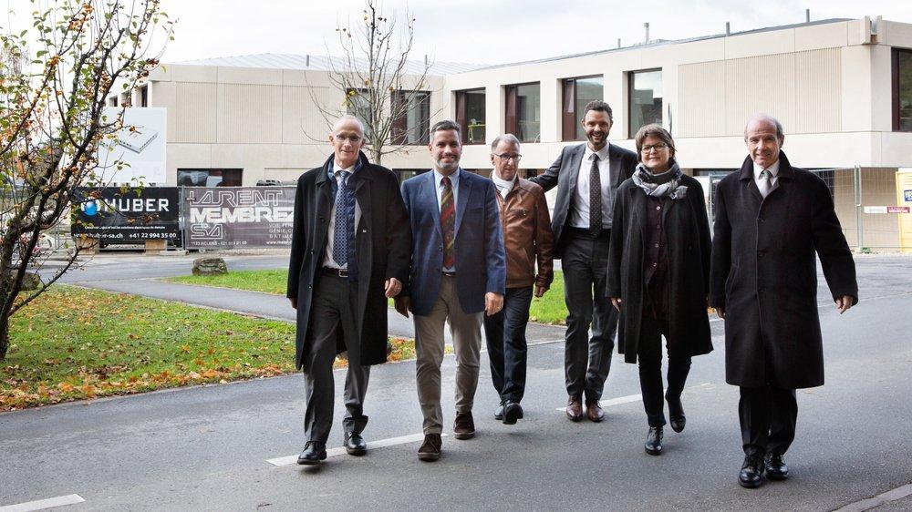 A l'occasion de la signature du partenariat entre Silo et l'EHC, étaient présents (de g. à dr.): François Jacot-Descombes (EHC), le directeur de Silo Jean-François Pasche, Jacques Baudat (Silo), le directeur général de l'EHC Mikael de Rham, Françoise Christ (Silo) et Bernard Girardet (EHC).