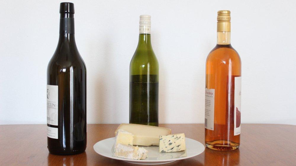 Rouge, blanc ou rosé avec du fromage? Quel vin, quel cépage, quelle année associer avec ce qu'on a dans l'assiette? Cette question peut mener à des réponses parfois surprenantes.