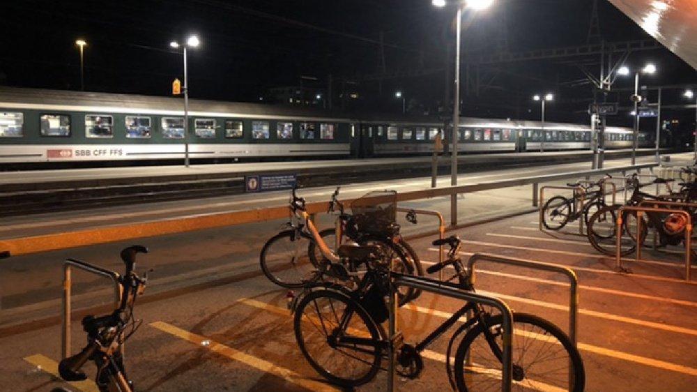 Soulagement à Nyon quand le train spécial des supporters zurichois a quitté la gare de Nyon peu avant 19h55.