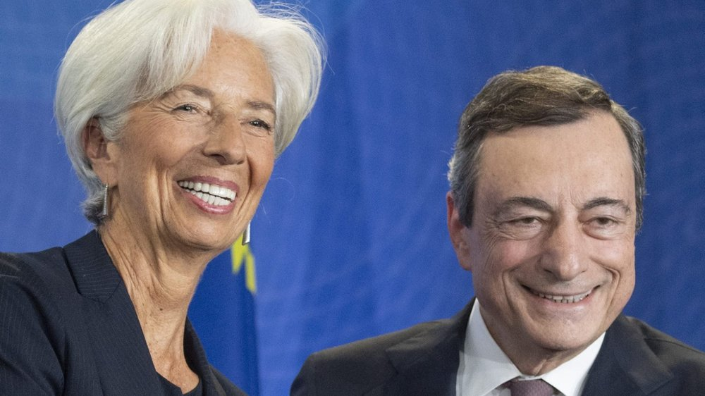 Après avoir remplacé Mario Draghji à la tête de la BCE, Christine Lagarde arrivera-t-elle à donner une nouvelle impulsion à la politique monétaire de la zone euro? Des experts en doutent...