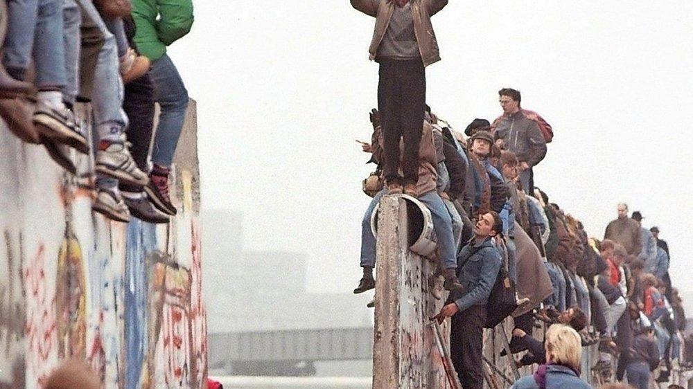 Avec la chute du Mur, en 1989, puis de l'URSS, en 1991, la conception de la défense suisse a été mise à mal.