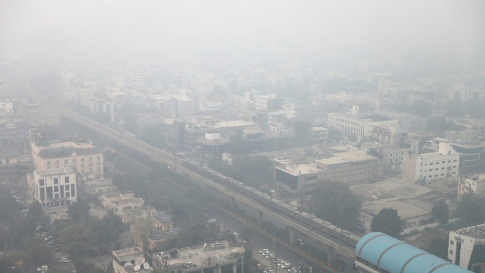 La capitale indienne est enveloppée par un épais brouillard toxique depuis la fin octobre.