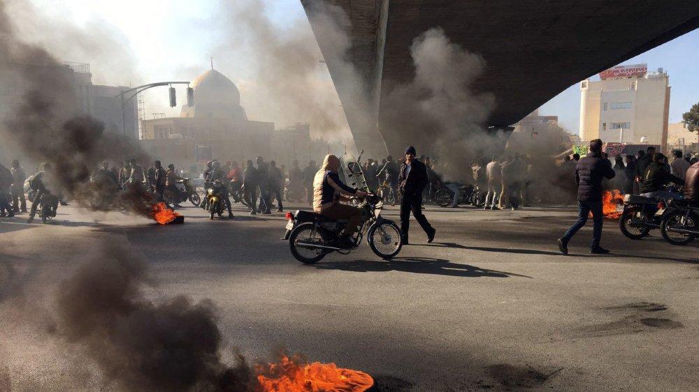 Protestations contre la hausse du prix de l'essence.