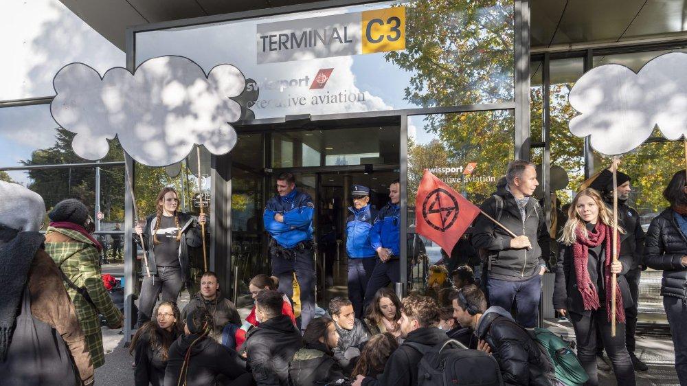 Blocage pacifique de certains terminaux, samedi, à Genève.
