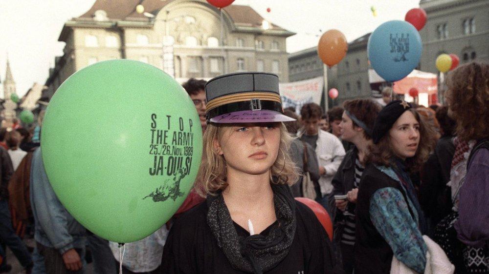 Le 26 novembre 1989, 35,6% des votants se prononcèrent pour l'initiative visant à supprimer l'armée suisse, soit  plus d'un million de personnes.