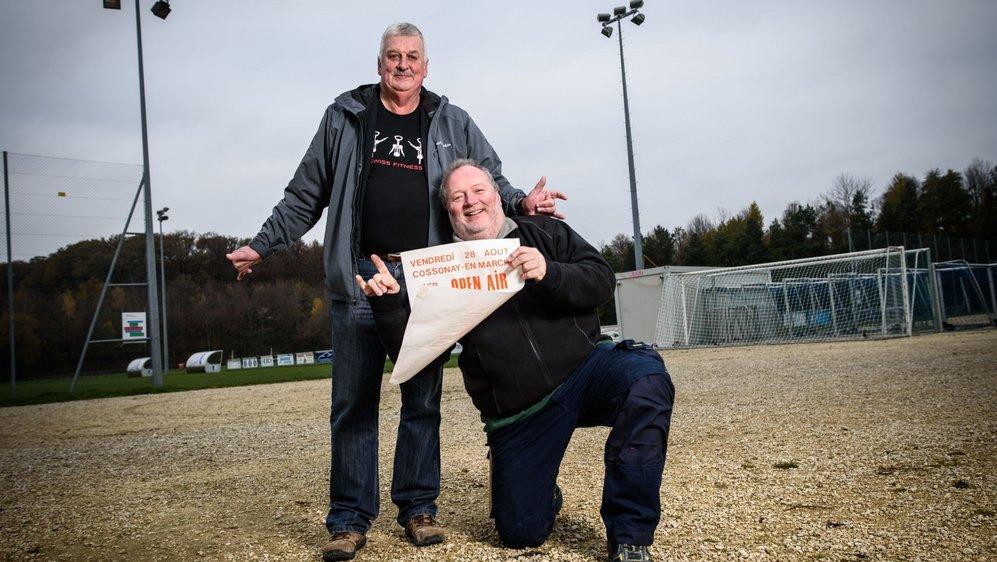 Bernard Rosset (à g.) et Henri-Edouard Pasche (à dr.) n'ont rien oublié des trois éditions de l'Open air festival de Cossonay, dans la zone sportive.