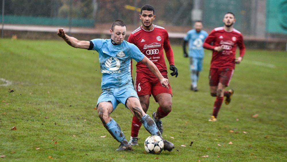 Alexis Gavi (en bleu) est aussi élégant qu'efficace dans le milieu de terrain de Prangins.