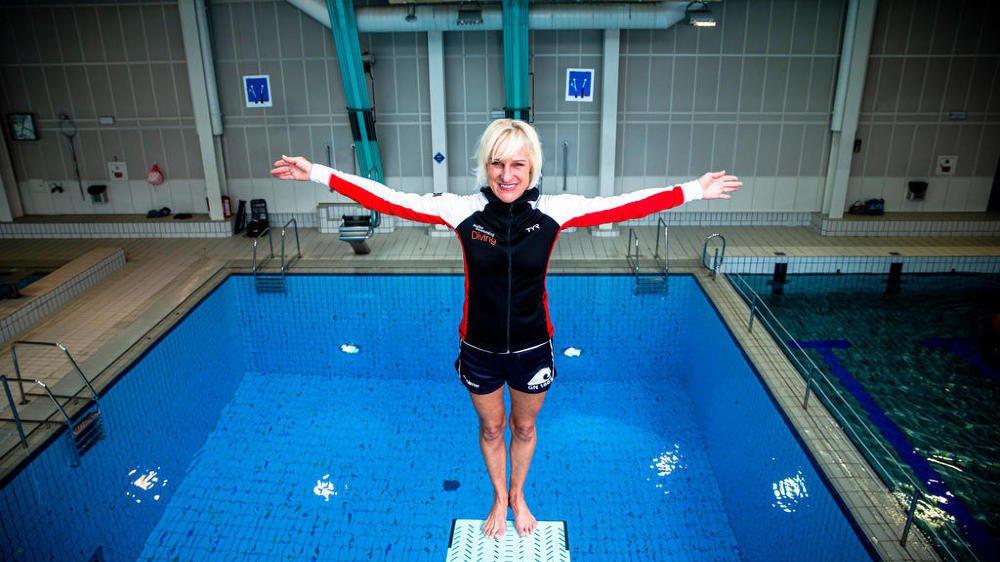 Enthousiasme et joie de vivre, éléments incontournables de l'enseignement que Christiane Favia dispense au quotidien à la piscine de Varembé, à Genève.