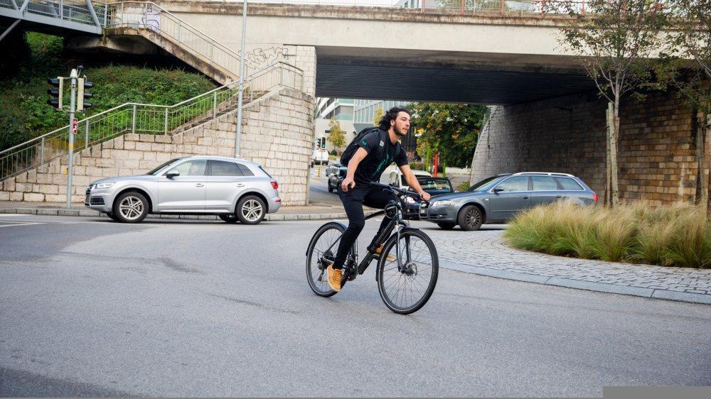 Les cyclistes sont particulièrement exposés dans les giratoires.